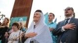 18 мая в Симферополе почтили память жертв депортации крымских татар. Участники траурной акции собрались у памятного знака в сквере возле железнодорожного вокзала Симферополя