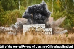 Спецпризначенці відпрацьовують метання гранат. Фото Генерального штабу ЗСУ