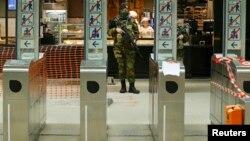 Бельгійський солдат чергує на станції метро в Брюсселі, 25 листопада 2015 року