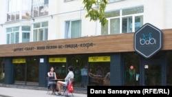 Babi Cafe в Астане, популярное кафе среди вегетарианцев столицы. 7 августа 2017 года.