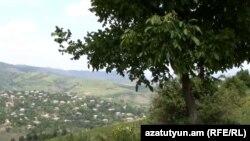 Село Чинари на границе Армении и Азербайджана.