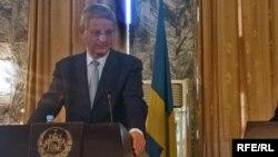Министерот за надворешни работи на Шведска Карл Билт на прес-конференција во Кабул во 2010 година.