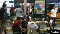 Територія біля аеропорту Стамбула після атак, 28 червня 2016 року
