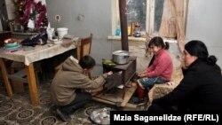 На протяжении последних лет тбилисцы получали от мэрии так называемые коммунальные ваучеры, которые предназначались для поддержки населения в отопительный период