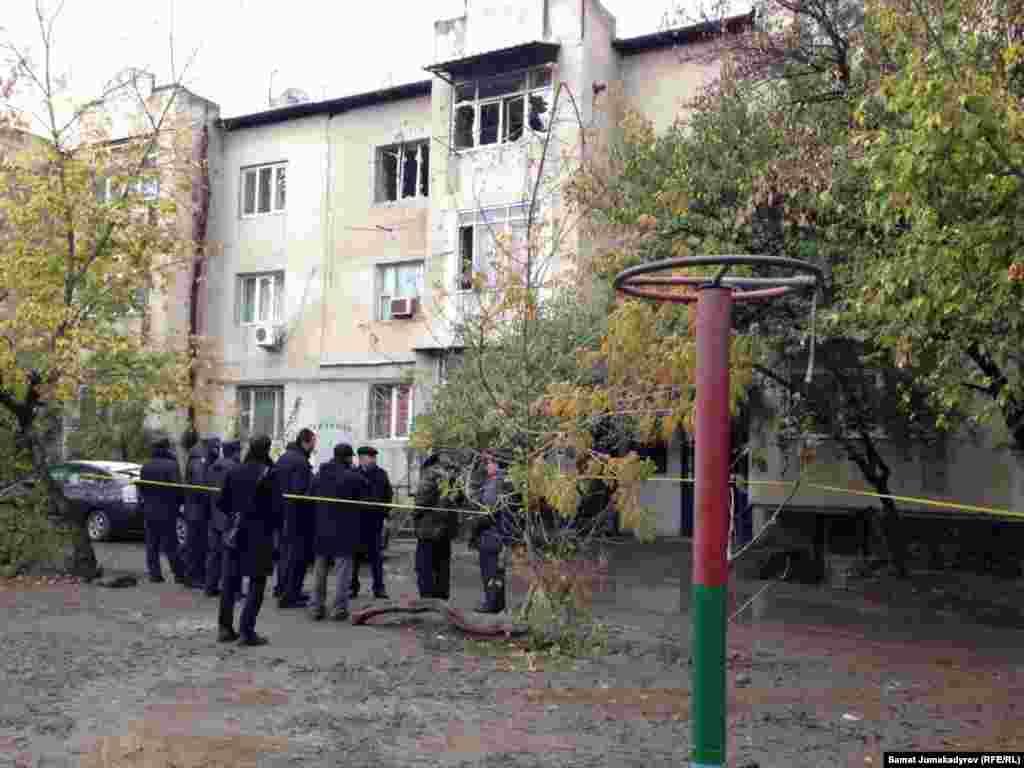В результате спецоперации погибли двое мирных жителей.