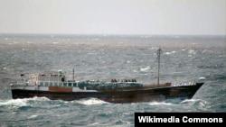 """Пиратская лодка """"доу"""" в Малаккском проливе"""