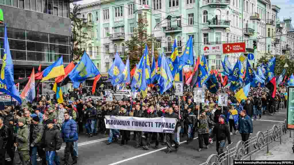 Всього в «Марші героїв» взяли участь, за деякими підрахунками, близько 3,5 тисяч осіб