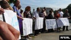 Crescătorii de vaci demonstrează la Chişinău