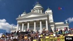 Демонстрація у Гельсінкі перед самітом Трампа з Путіним