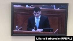 Chiril Gaburici, pe monitorul din sala pentru presă din incinta Parlamentului