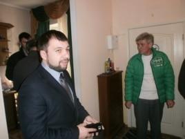В феврале 2014 года Денис Пушилин лично участвовал в открытии первого офиса