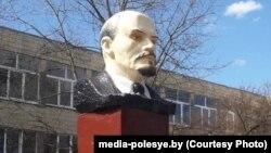 Бюст Леніна пасьля «рэстайлінгу»