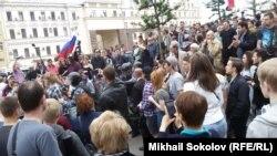 Демонстранты на Пушкинской площади