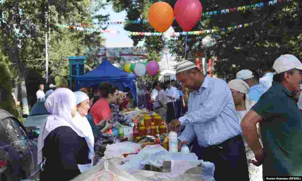 В Джалал-Абаде в День независимости состоялась ярмарка биопродуктов.