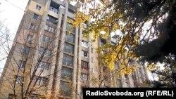 Як із окупованого Донецька переїжджають жити в анексованийКрим?
