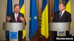 Президент України Петро Порошенко (ліворуч) і єврокомісар із питань політики сусідства Йоганнес Ган. Київ, 11 вересня 2015 року