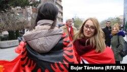 Zašto kosovski Albanci gaje posebna osećanja prema crveno-crnoj zastavi za dvoglavim orlom?