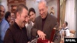 Telman İsmyayilov Azal prezidenti Cahangir Əsgərovla birlikdə (Arxiv foto)