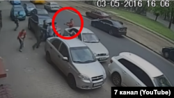 Скріншот із відео камер спостереження в Одесі під час інциденту 3 травня