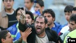 طرفداران استقلال به دليل محروميت تيمشان خواهان برکناری مسئولان باشگاه استقلال شدند