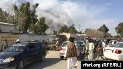 Близ места атаки смертника в городе Лашкар Га 11 февраля 2017 года.