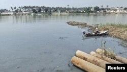 أنابيب الصرف الصحي تصب في نهر دجلة ببغداد