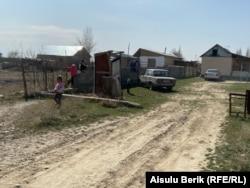 Дом, в котором устраивают жертвенное угощение. Село Мырзатай, Жамбылская область, 28 марта 2020 года.