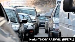 Пожалуй, каждый третий водитель в Тбилиси – таксист: «частник», который работает на самого себя, или служащий таксомоторной компании. Но женщин-таксистов можно сосчитать по пальцам
