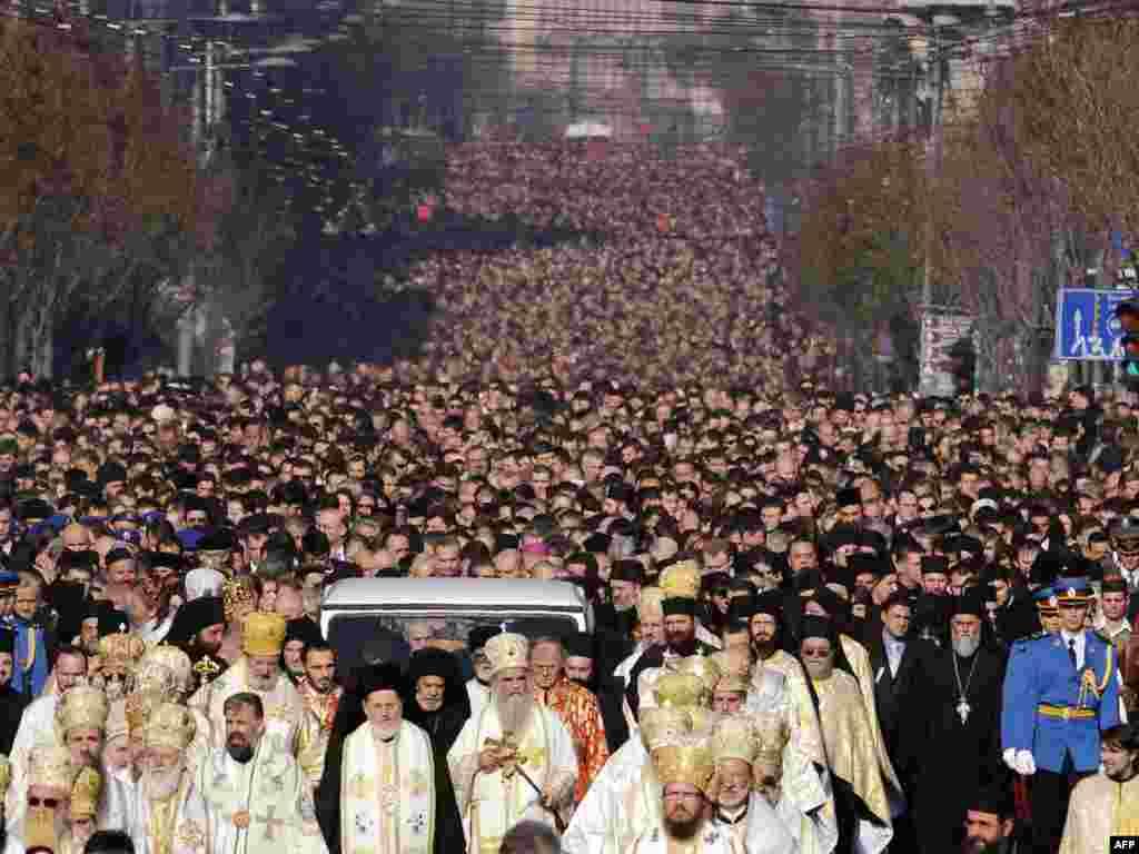 В Белграде похоронили патриарха Сербской православной церкви Павла