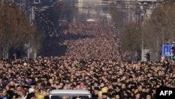 Церковь утверждает, что в течении 4 дней у гроба патриарха побывало полмиллиона человек