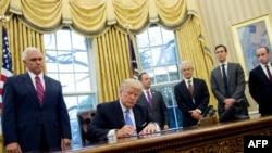 U.S. President Donald Trump signs an executive order. (file photo)