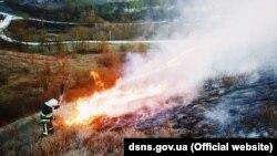 Кабмін пропонує збільшити штрафи за спалювання сухої трави