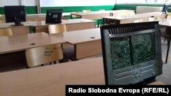Расипани компјутери во училиште во Битола