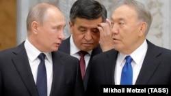 Владимир Путин, Сооронбай Жээнбеов және Нұрсұлтан Назарбаев ҰҚШҰ саммитінде. Минск. 30 қараша, 2017 жыл.