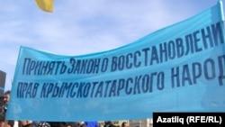23 февральдә Акмәчеттә үткән кырымтатар митингында күтәрелгән шигар
