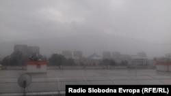 Oluja sa grmljavinom, vjetrom i jakom kišom pogodila je Skoplje u srijedu popodne