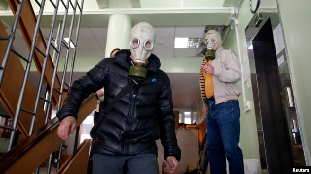 Пророссийские активисты в горсовете Мариуполя, 7 мая