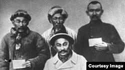 916 жылғы көтеріліс кезіндегі Амангелді Иманов жасағының байланысшылары. (Көрнекі сурет)