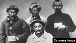 Қазақстандағы 1916 жылғы көтеріліс басшыларының бірі Амангелді Иманов жасағының байланысшылары.