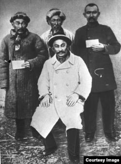 Казахи, участвовавшие в восстании в Тургае в 1916 году, которое возглавил Амангельды Иманов. Архивный снимок
