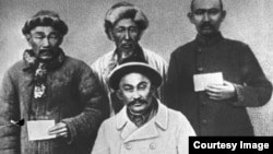 1916 жылы Торғайда Амангелді Иманов бастаған көтеріліске қатысқан қазақтар. Архивтегі сурет.