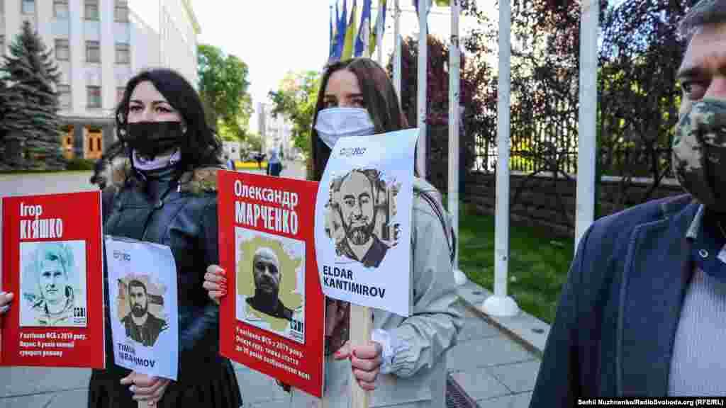 Кримчанина Ельдара Кантимирова затримали під час масових обшуків у Білогірському районі 10 червня 2019 року. Зараз він проходить як фігурант бахчисарайської «справи «Хізб ут-Тахрір», російські силовики переслідують його нібито за участь у діяльності терористичної організації. Захисники кримчан, яких обвинувачують у причетності до «Хізб ут-Тахрір», вважають справи мотивованим за релігійною ознакою