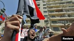 """""""Захотели бы """"прагматики"""", чтобы мы постарались помочь Мубараку остаться у власти, несмотря на то, что народ вышел против него на улицы, и даже подчиненные военные отказались выполнять его приказы?"""""""