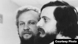 Петр Вайль (слева) и Александр Генис, 1980. Фото Нины Аловерт
