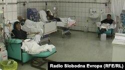 Пациенти на одделот за хемодијализа во болницата во Прилеп.