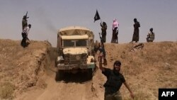 """مسلحو """"داعش"""" على الحدود بين العراق وسوريا"""