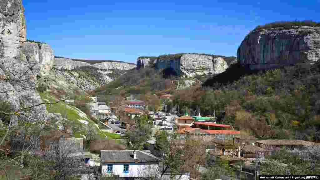 Вид на східну околицю Бахчисарая
