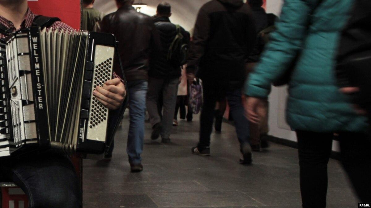 Скрипка, баян и народное пение: четыре истории музыкантов, которым могут запретить выступать в метро