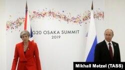 Kryeministrja britanike, Theresa May, dhe presidenti i Rusisë, Vladimir Putin.