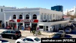 """Aşgabatdaky 'A-Market' söwda dükany """"Ruhybelent"""" ady bilen gaýtadan açyldy."""